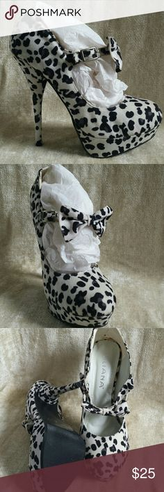 Snow leopard? Or Cruella DeVille??  You choose! Pretty snow leopard mary jane heels with a box....These called my name the minute I saw them!!  Still, I never ended up wearing them. They are great for a 101 Dalmatians theme....kiddos go as puppies....momma as Cruella!!  Soft fabric.  Interior glue has yellowed but cannot be seen otherwise.  Run smaller, fits 6.5 or between 6.5 and 7.  If you are a true 7, you may be able to stretch them....they are fabric. New and unworn except for pics…