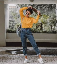 22 super comfortable outfits for students - fashion and outfit trends - 22 super comfortable outfits for students Mode Outfits, Jean Outfits, Casual Outfits, Outfits With Mom Jeans, School Outfits, New Jeans Style, Sporty Dresses, Mom Jeans Outfit Summer, Casual Dresses