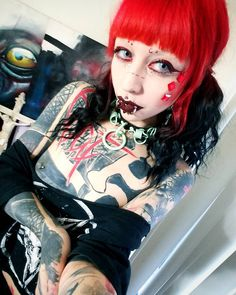 Dark Beauty, Gothic Beauty, Sexy Tattoos, Girl Tattoos, Tattood Girls, Grace Neutral, Face Piercings, Gothic Models, Victorian Goth