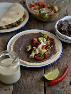 Tacos mexicanos de feijão preto e salsa de abacate - Compassionate Cuisine