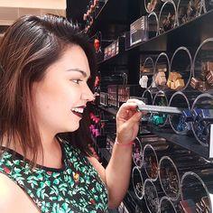 Fui conhecer a loja da @maccosmetics no @catuailondrina e está demais! A loja tem muitos produtos lindos, todos te tratam com tanto amor. Gostei de tudo, mas sou suspeita, amo maquiagem!! Londrina precisava dessa atenção.   #blogAmandaHossoi