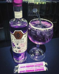 Parma Violets flavoured gin is here and we need to try it immediately Party Drinks, Cocktail Drinks, Cocktail Recipes, Alcoholic Drinks, Fall Drinks, Drinks Alcohol, Beverages, Parma Violet Gin, Parma Violets