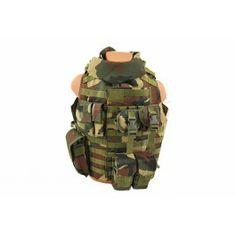8Fields vesta tactica Interceptor Woodland.  Modelul IBA sau Interceptor Body Armor a fost proiectat ca vesta antiglont pentru fortele armate ale americii in anii 1990 si produs in anii 1998 si pana si in ziua de azi mai este folosita in anumite actiuni izolate. Aceasta vesta poate cuprinde module de protectie pentru anumite zone ale corpului: gat, umeri si pelvis. O mare problema a vestei a fost greutatea mult prea mare si incapacitatea de a proteja zonele laterale.