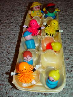 One of the favorite toddler activities to use an egg crate and let your toddler push it around like a play bus. Toddler Teacher, Toddler Preschool, Toddler Crafts, Toddler Activities, Preschool Activities, Crafts For Kids, Ec 3, Transportation Activities, Egg Crates