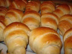 Ada's World: Cornuri pufoase cu Nutella Hungarian Desserts, Hungarian Recipes, Hungarian Cake, Croissant, No Bake Desserts, Dessert Recipes, Nutella, Bread Recipes, Cooking Recipes