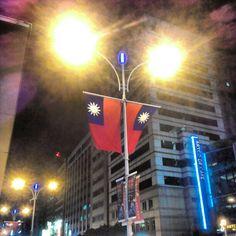 不管有多艱難,這面國旗在歷史  己走過百年,祈禱一切光明圓滿善。 - @twoeye- #webstagram