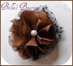 ENCANTADOR Chocolate Truffle - flor de la tela de la gasa del clip del pelo - Pearl Button - Brown n 'Negro tul