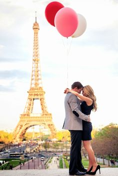 A collection of Paris engagement photos taken in various locations around the city. Get inspired with pictures from Eiffel Tower, the Louvre and more. Louvre Paris, Paris 3, I Love Paris, Tour Eiffel, Paris Torre Eiffel, Paris Images, Paris Photos, Photo Couple, Couple Photos