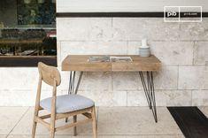 El escritorio Zurich se puede usar en cualquier hogar con otros muebles vintage de madera.