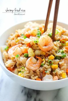 Shrimp fried rice - use cauliflower rice for super healthy meal arroz frito Fish Recipes, Seafood Recipes, Asian Recipes, Cooking Recipes, Healthy Recipes, Ethnic Recipes, Shrimp And Rice Recipes, Recipies, Frozen Shrimp Recipes
