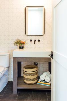 Diy Bathroom Decor, Bathroom Renos, Small Bathroom, Bathroom Ideas, 2 Bed House, Cozy House, Bathroom Inspiration, Bathroom Inspo, Country Farmhouse Decor