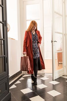 Collection Mode Automne-Hiver 2017 : #look #tendance #manteau #suedine #rouge #brique #robe #viscose #automne #hiver #diy #doityourself #couture #coutureaddict #tissu #tissus #fabrics #sewing #fashion #mondialtissus #mondial_tissus