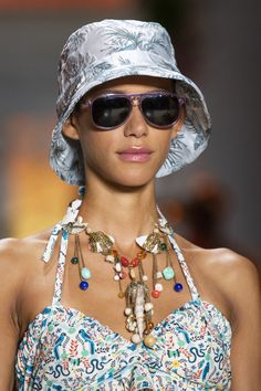 Trendy Beachwear for the Summer Anna Sui at New York Fashion Week Spring 2019 – Details Runway Photos Discovred by : Azza Shesheny Source by ziskinjulia runway Anna Sui, Latest Fashion For Women, Trendy Fashion, Fashion Show, Fashion Trends, Runway Fashion, Fashion Spring, Bridal Fashion, Cheap Fashion