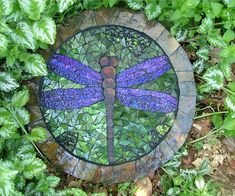 stepping stone mosaic dragonfly concrete diy, maybe for my side steps Mosaic Rocks, Stone Mosaic, Mosaic Glass, Glass Art, Stained Glass, Pebble Mosaic, Clear Glass, Glass Beads, Concrete Stepping Stones