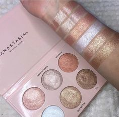 Best Ideas For Makeup Tutorials Picture Description Anastasia Beverly Hills X Nicole Guerriero Glow Kit✨✨ - Makeup Goals, Love Makeup, Makeup Inspo, Makeup Inspiration, Makeup Tips, Easy Makeup, Makeup Style, Makeup Ideas, Stunning Makeup