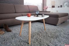 Kompaktowy i elegancki stolik kawowy. Połączenie naturalnego drewna ze śnieżną bielą idealnie sprawdza się we wnętrzach w stylu skandynawskim. Bardzo uniwersalne i modne połączenie kolorystyczne.  Dane techniczne Sposób montażu towar do samodzielnego montażu Kolor biały Wymiary ...