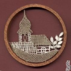 10377 Dark / light frame without glass, diameter 9 cm. Protected by copyright! Lace Heart, Lace Jewelry, Bobbin Lace, Light In The Dark, Lace Detail, Fiber Art, Decorative Plates, Butterfly, Ornaments