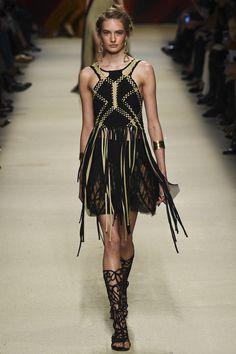Alberta Ferretti - Spring Summer 2016 Ready-To-Wear - Shows - Vogue. Runway Fashion, Spring Fashion, High Fashion, Fashion Show, Love Fashion, Womens Fashion, Fashion Trends, Milan Fashion, Daily Fashion