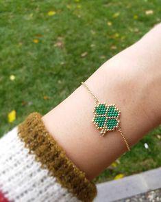 Wishing good luck to the owner💕🤗 # twinsart … – Proyectos brick stitch – Hama Beads Bead Jewellery, Bead Earrings, Beaded Jewelry, Handmade Jewelry, Bead Loom Bracelets, Beaded Bracelet Patterns, Seed Bead Patterns, Beading Patterns, Bead Embroidery Jewelry