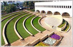 Outdoor Amphitheatre - Google Търсене Outdoor Stage, Outdoor Theater, Outdoor Fun, Landscape Architecture Design, School Architecture, Amphitheater Architecture, Lanscape Design, Auditorium Design, Design Thinking Process