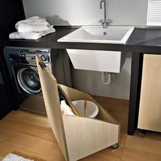 Olha que genial esse compartimento secreto pra esconder a bagunça da lavanderia. #inspiração #dagringa