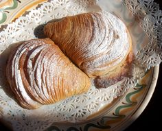 Sfogliatelle or Cannoli: The Ultimate Italian Pastry | Piacere - Food & Travel without rules!