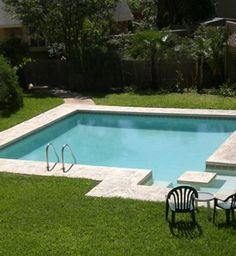 I've always wondered why more pools didn't have built-in seats and tables!!!