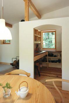 Habuka mountain retreat, a small timber-framed house by Satoshi Irei Room Interior, Interior Design, Design Interiors, Tiny Apartments, Earth Homes, Japanese Interior, Cabin Interiors, Small House Design, Japanese House
