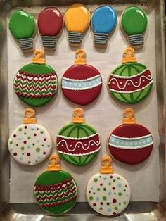How to Make and Decorate Christmas Ornament Cookies - Rachycakes.and cookies Christmas Sugar Cookies, Christmas Cupcakes, Christmas Sweets, Holiday Cookies, Christmas Baking, Decorated Christmas Cookies, Christmas Ornament, Decorated Sugar Cookies, Easy Christmas Cookies Decorating