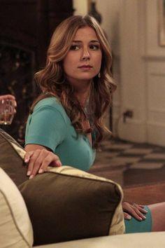 """Emily Looks Over Her Shoulder in Revenge Season 3, Episode 2, """"Sin"""""""