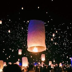 Sorry guys but your feed is gonna be full of lantern pics because last night was too beautiful not to share. @risefestival : @claireoring ✨#risefestival #rise #togetherwerise