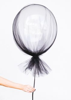 Party Inspiration for Kids Clear balloons and a swath of tulle make for sophisticated (and dead simple) Halloween decorations.Clear balloons and a swath of tulle make for sophisticated (and dead simple) Halloween decorations. Grad Parties, Birthday Parties, Summer Parties, 30th Birthday, Classy Birthday Party, Bohemian Birthday Party, Classy Bachelorette Party, Bachelor Parties, Pool Parties