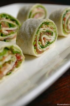 Ham and sesame rolls - Clean Eating Snacks Brunch, Good Healthy Recipes, Healthy Snacks, Appetizer Recipes, Snack Recipes, Ham Wraps, Good Food, Yummy Food, Snacks Für Party