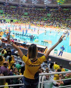 Que emoção de estar aqui no jogo do Brasil  com a equipe ganhando! A seleção está muito forte e merecendo muito esta vitória contra o Japão! Vibrando muito amanhã minha voz já era  #rio2016 @rio2016 #olimpiadas2016 Quem está assistindo?