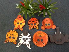 Safari animal masks with paper plates rainforest Safari Crafts, Zoo Crafts, Camping Crafts, Animal Crafts, Preschool Crafts, Crafts For Kids, Paper Plate Animal Masks, Animal Masks For Kids, Paper Plate Crafts