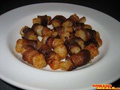 Tater Tots Wrapped in Bacon! So easy! So yummy! Slice bacon in half and wrap around a tater tot. Bake until bacon is crispy. Mix cup mayo and ketchup and serve as a dip! One Bite Appetizers, Appetizers For Party, Chocolate Covered Bacon, Bacon Chocolate, Bacon Wrapped Tater Tots, Recipe For Marriage, Deep Fryer Recipes, Tater Tot Recipes, Potluck Dishes
