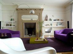 Décoration et aménagement d'un salon tendance et design, couleurs vert anis et violet pinned with Pinvolve