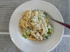 Here is one of my favourite vegetarian recipes! It's very simple, quick to make, rich & creamy, and doesn't involve many ingredients. Broccoli Cheddar, Cauliflower, Vegetarian Recipes, Pasta, Cream, Vegetables, Cooking, Simple, Food