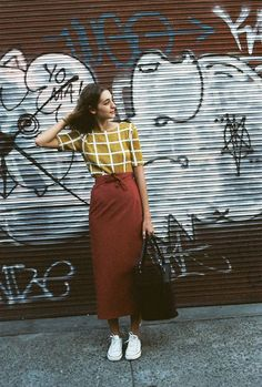 long wrap skirt - Total Street Style Looks And Fashion Outfit Ideas Looks Street Style, Looks Style, Skirt Outfits, Cute Outfits, Classic Outfits, Outfit Stile, Elegante Y Chic, Modest Fashion, Fashion Outfits