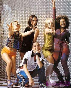 Spice Girls  Боже мой! Сейчас так смешно осознавать, что вот так вот одевались настоящие звезды сцены!