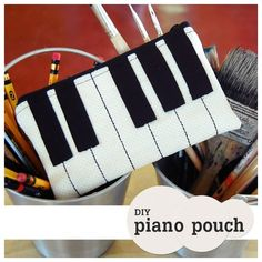 tutorial: DIY piano pouch/ estojo piano com passo a passo Sewing Tutorials, Sewing Hacks, Sewing Crafts, Sewing Projects, Sewing Patterns, Free Tutorials, Quilting Patterns, Sewing Ideas, Diy Pencil Case