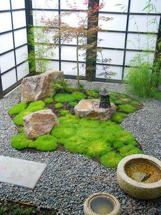 .中庭 Nakaniwa ,日本の家では中庭という庭園もある。