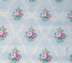 wallpaper really sets the mood for vintage.