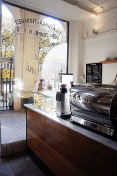 Cafe Kitsune is famous for its matcha lattes. Check out this cafe in Paris for delicious coffee, tea and pastries. Best Cafes In Paris, Broken Biscuits, Best Matcha, Paris Food, Homemade Pastries, Cozy Cafe, Coffee Places, Paris Cafe, Paris Travel
