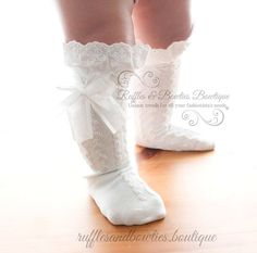 These girls boot socks add warmth AND a special touch to your little girls outfits. Perfect for all her Fall & Winter outfits and the rest of the year too! Perfect to wear with bloomers, tutus, skirts