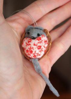 Reciclaje de nueces e ideas originales (recogido en www.lafactoriaplastica.com)