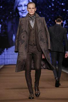 Etro Menswear Fall Winter 2014 Milan. Love the paisley.