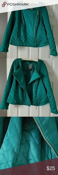 NWT, Jade green quilted moto jacket 22/24 Lane Bryant plus size 22/24 cotton/polyester/ spandex,  long sleeve,  cropped cut, asymmetrical zipper front closure, zipped cuffs, slash pockets,  fully lined, length approximately 27.5 inches  Retailed  $100 Lane Bryant Jackets & Coats