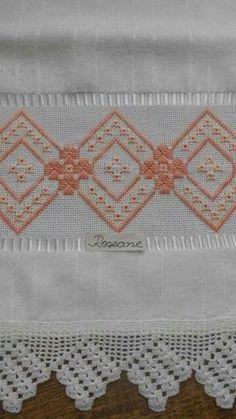 Barrado de crochê e bordado para toalha