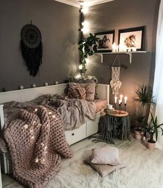 Currently day dreaming of this zen, chill spot from as we list some new towers and geode keychains into shop. ✨ We're… Currently day dreaming of this zen, chill spot from as we list some new towers and geode keychains into shop. Room Ideas Bedroom, Small Room Bedroom, Zen Bedroom Decor, Daybed Bedroom Ideas, Small Teen Room, Zen Home Decor, Spare Room, Daybed Room, Zen Room